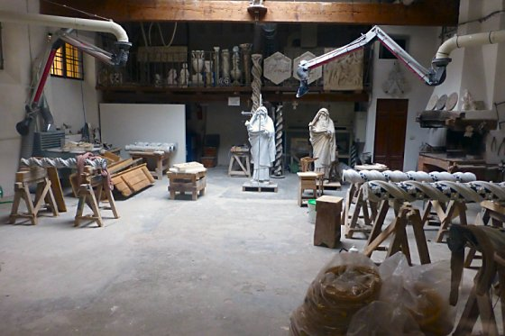 Workshop where replicas of statues and pillars are made.