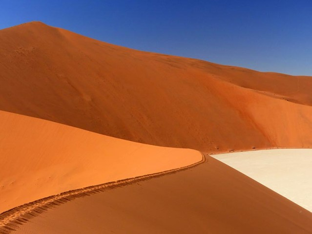 Big Daddy Dune Flanking Dead Pan, Namib-Naukluft National Park