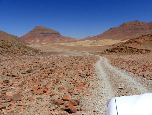 Rocky pass above Hoarusib River