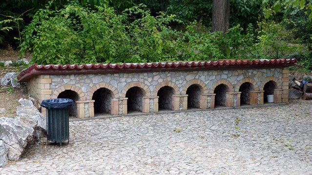 Classical architecture for duck housing