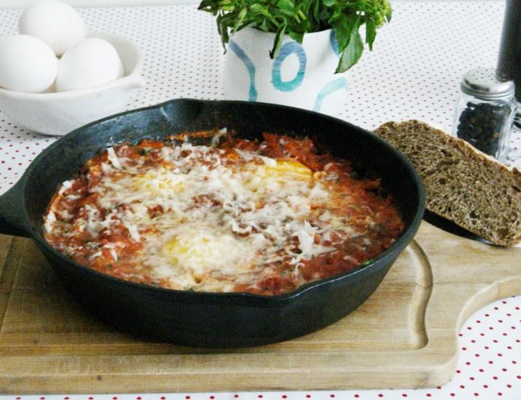 Huevos pochados en salsa de jitomate