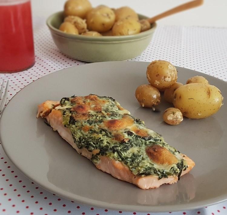 Salmón al horno con spread de espinacas