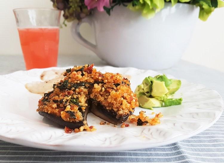 Portobello relleno de quinoa con pesto de jitomate deshidratado