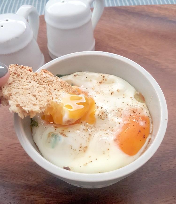 Huevos horneados con ricota 3