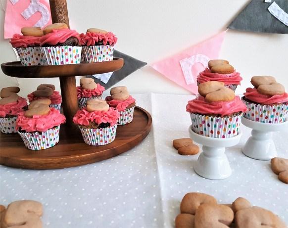 Cupcakes marmoleados con betún de frambuesa (2)