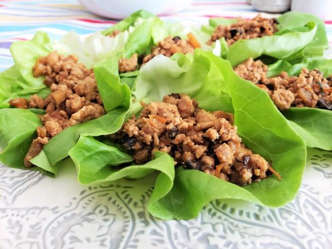 Tacos de lechuga con pollo oriental