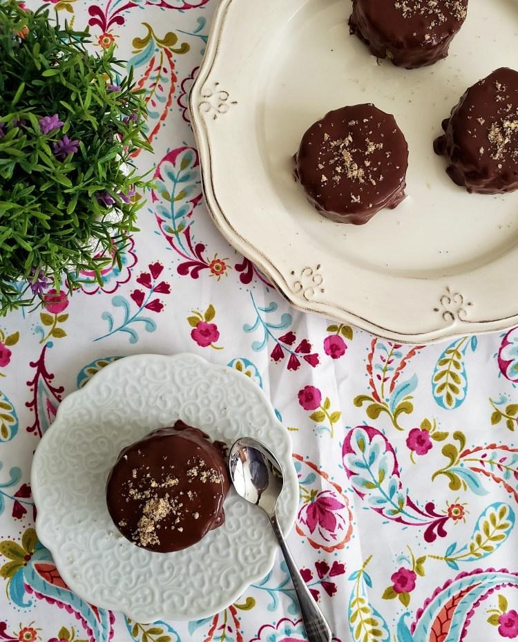 Mini pasteles de chocolate con ganache de vainilla