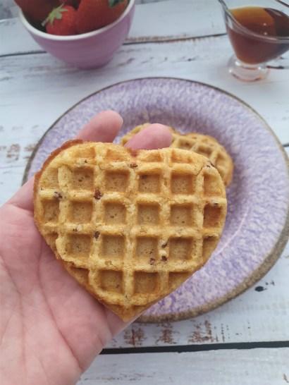 Waffles de maíz, miel y linaza