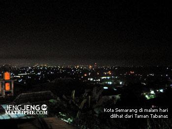 Kota Semarang di malam hari dilihat dari Taman Tabanas