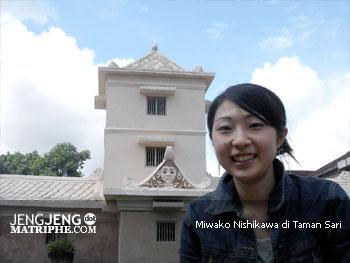 Miwako Nishikawa di Taman Sari