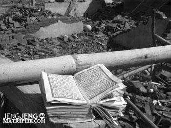 Al Quran di tengah puing