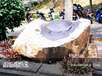Batu berbentuk gong