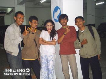 berfoto bersama Binu D. Sukaman