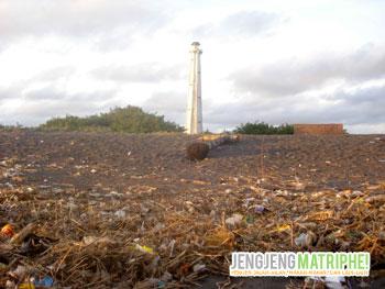 Pantai Pandansari yang penuh sampah