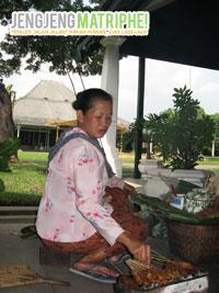 Penjual Sate Kere di Mangkunegaran