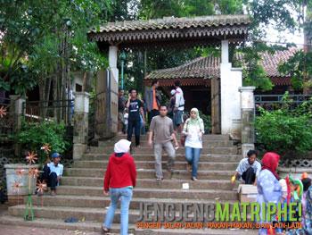 Gerbang perkampungan budaya