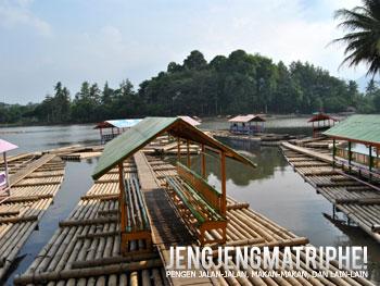 Rakit penyeberangan di Situ Cangkuang