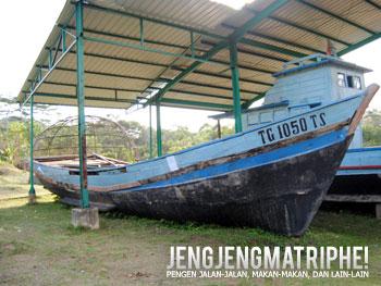 Monumen perahu pengungsi Vietnam