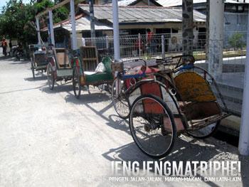 Deretan becak di dermaga Pulau Kelapa