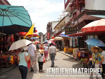 Suasana di West Street (Xie Jie) di Yangshuo yang ramai