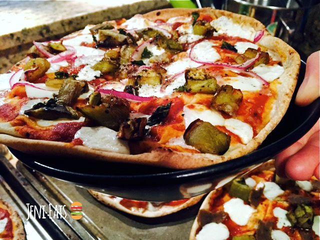 Pita pizza bowl