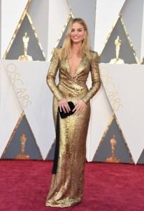 Margot Robbie, vestido por Tom Ford, jóias por Forevermark Diamonds.