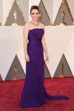 Tina Fey, vestido por Atelier Versace, jóias por Bulgari.