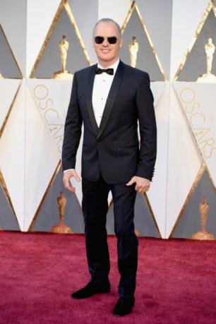Michael Keaton vestindo Dolce & Gabbana.