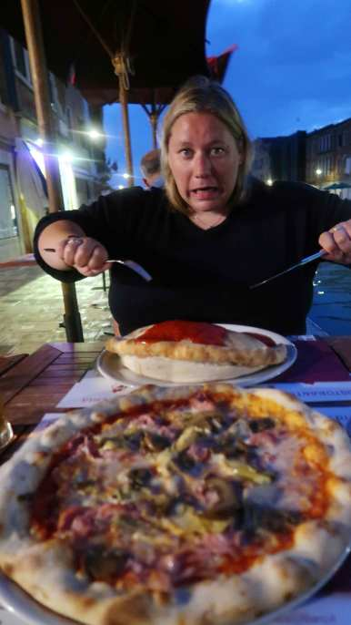 Shall we pizza by the canal darling?