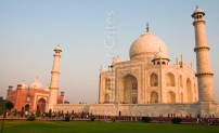 The Taj Mahal and one of its outer buildings