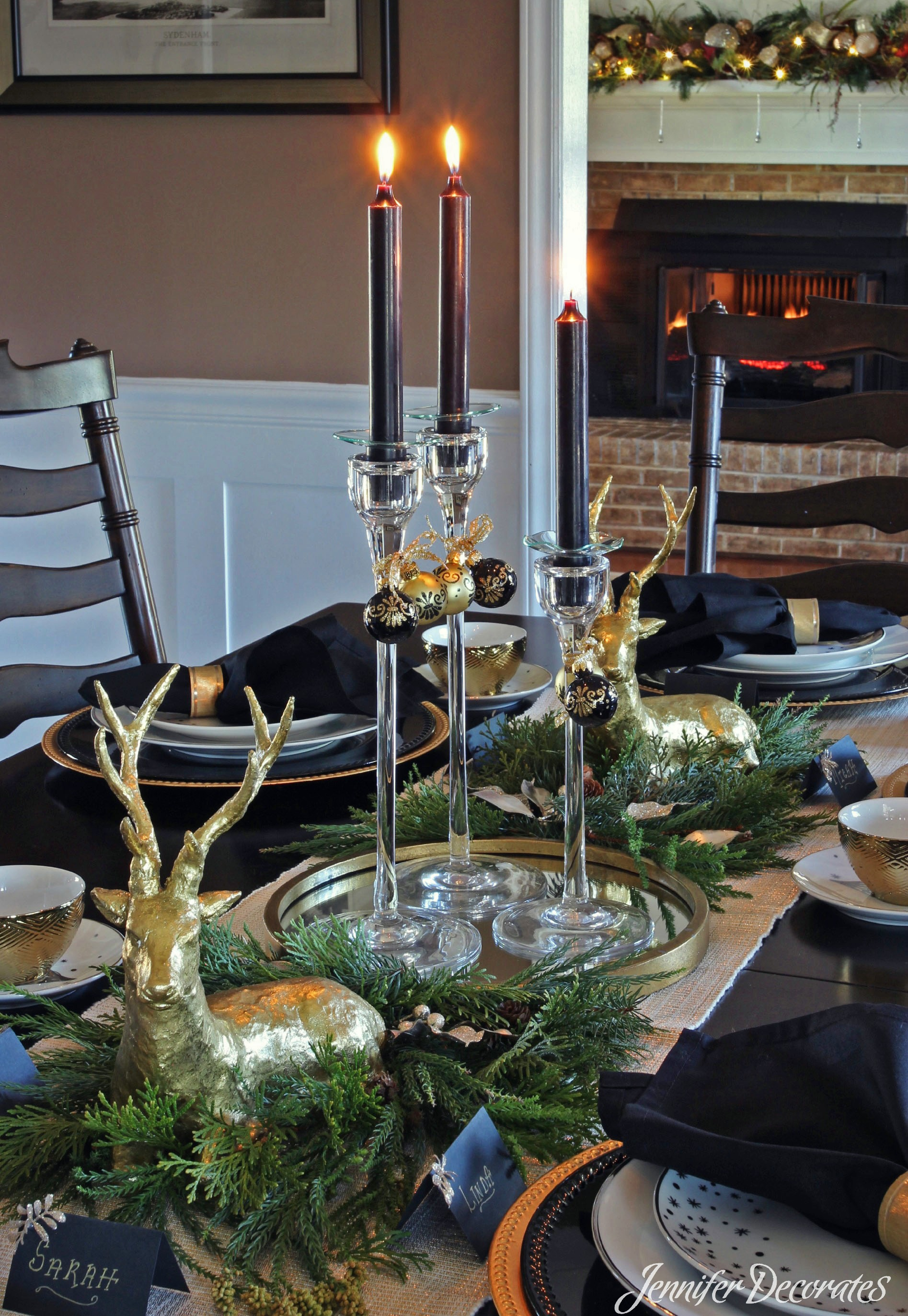 Christmas table setting idea from Jennifer Decorates.com & Christmas Table Setting