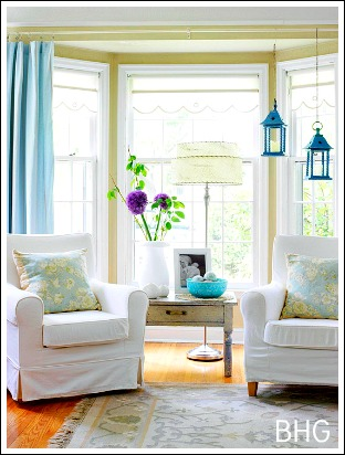 Bay window treatments that won 39 t break your budget for How to furnish a living room with a bay window