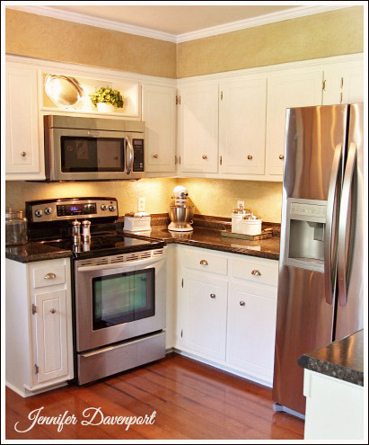 7 Tips to Accessorizing a Kitchen from Jenniferdecorates.com