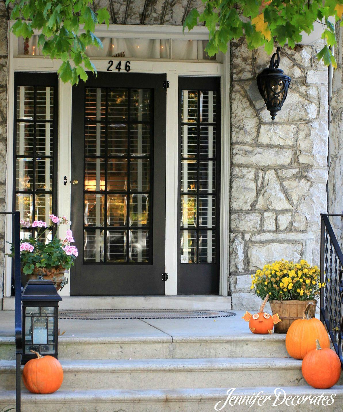 Outdoor Fall Decorating Ideas - Jennifer Decorates
