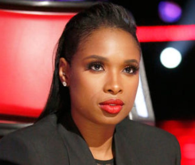 Jennifer Hudson Visits Her Hometown And Old High School