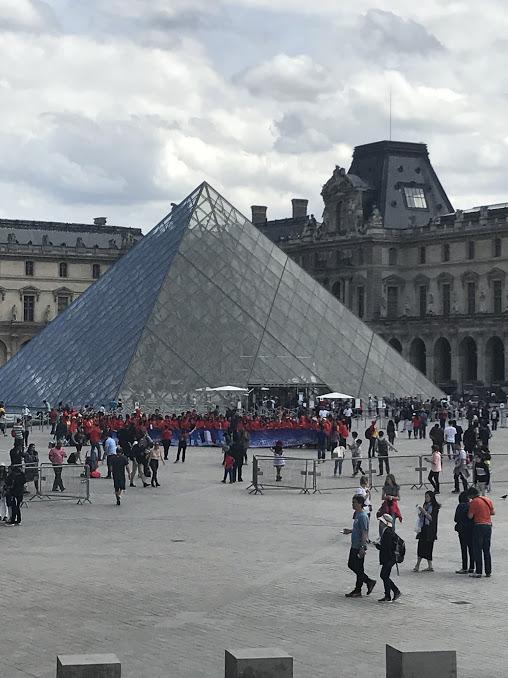 paris - pyramid