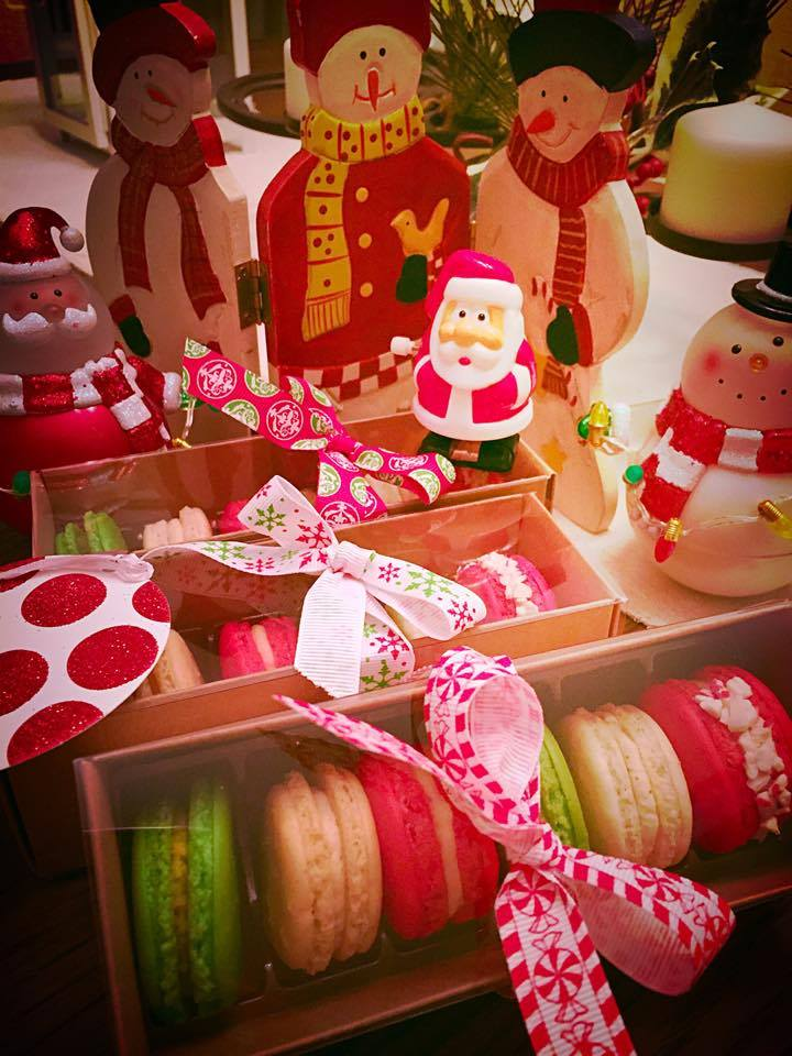 pure love macaron holiday