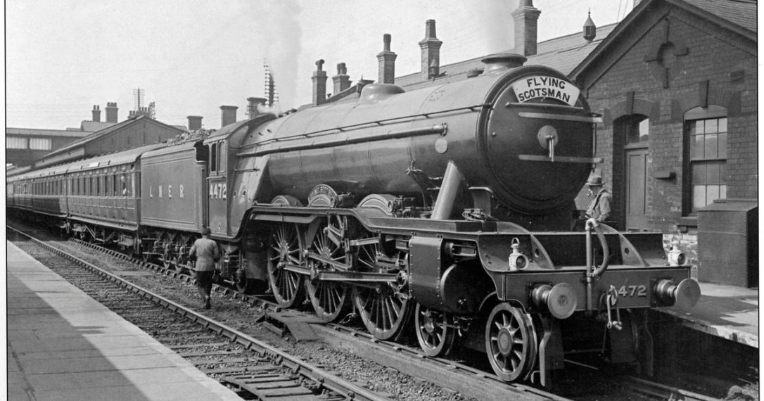 Flying-Scotsman-in-1933-photograph-taken-by-the-authors-father