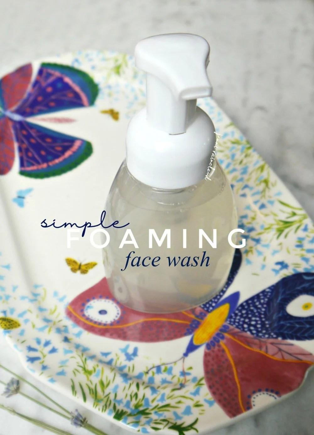 Piankowy płyn do mycia twarzy