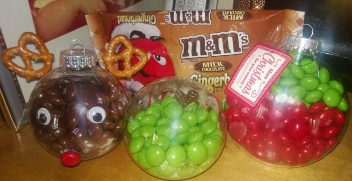 weet & Easy Decorations for Christmas Using Holiday M&Ms
