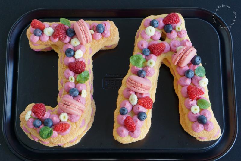 Letter oder Number Cakes mit Biskuit und Himbeercreme