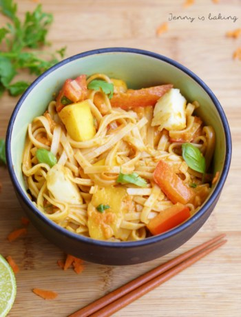 vegan rice noodles with spicy peanut butter sauce