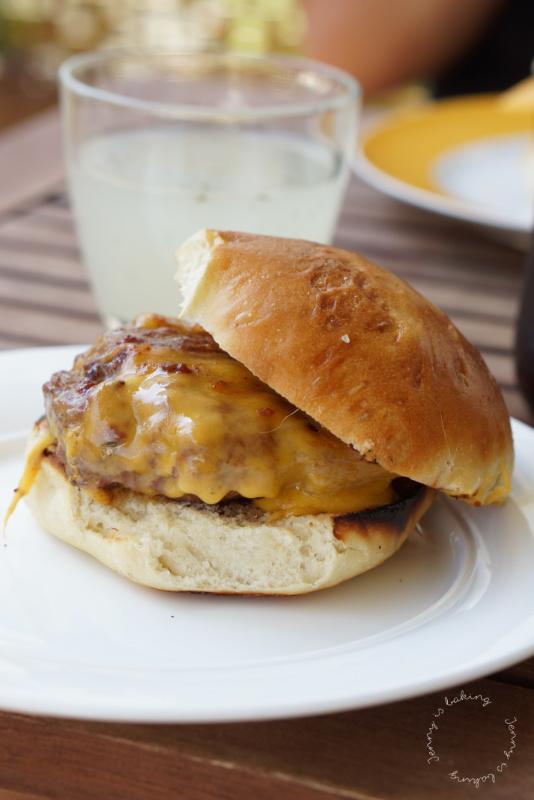 Hamburger mit Brioche-Brötchen