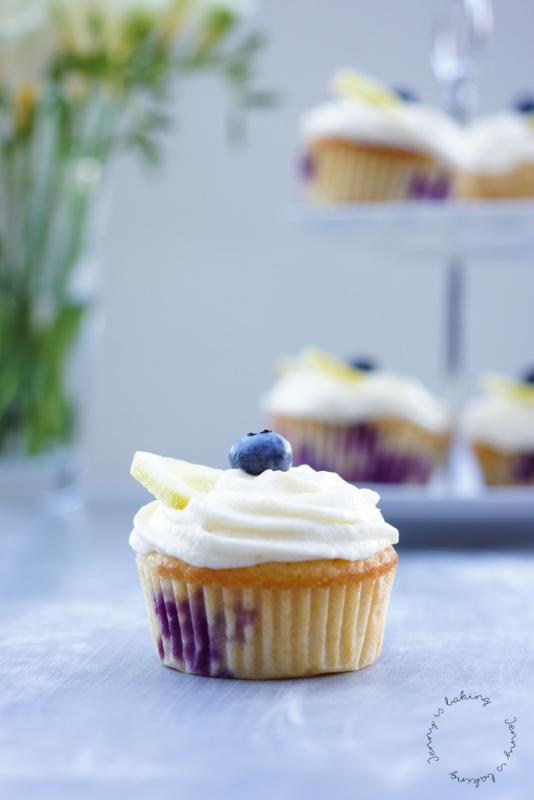 Zitronen-Heidelbeer-Cupcakes mit Zitronenfrosting