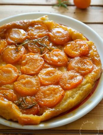 Aprikosen-Tarte oder Tarte Tatin aux abricots