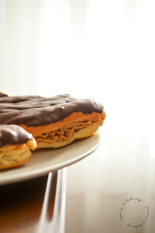 Eclairs mit Erdnussbuttercreme und Schokolade