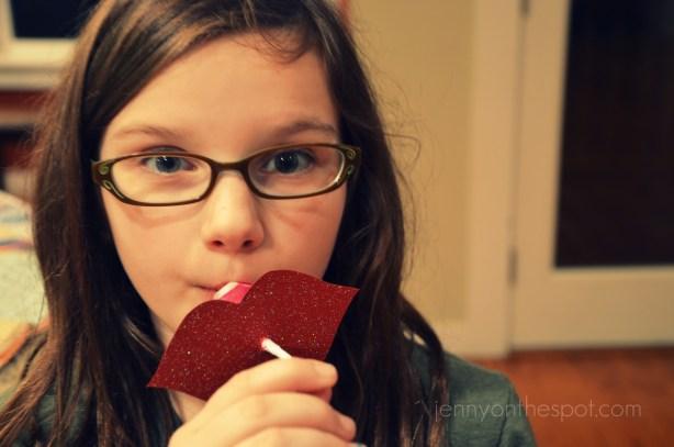 DIY lollipop Valentine lips!!! via @jennyonthespot