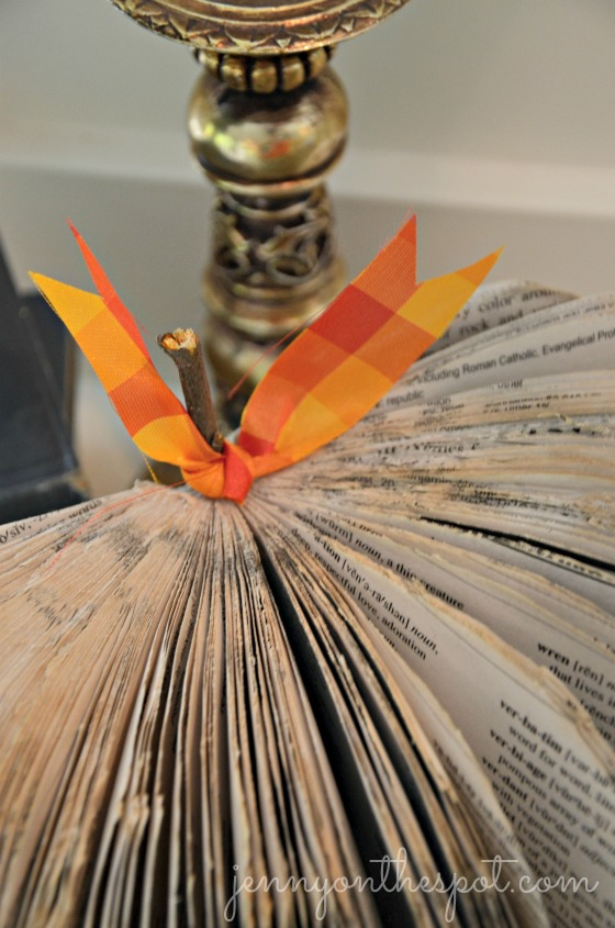 Thrifted Book Pumpkin via @jennyonthespot