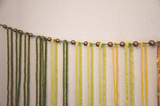 macramé yarn garland via @jennyonthespot