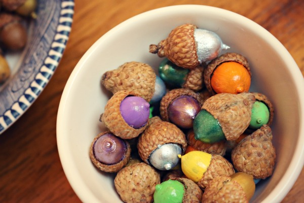 Painted acorns via @jennyonthespot
